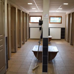 De sanitaire ruimtes zijn geheel gerenoveerd